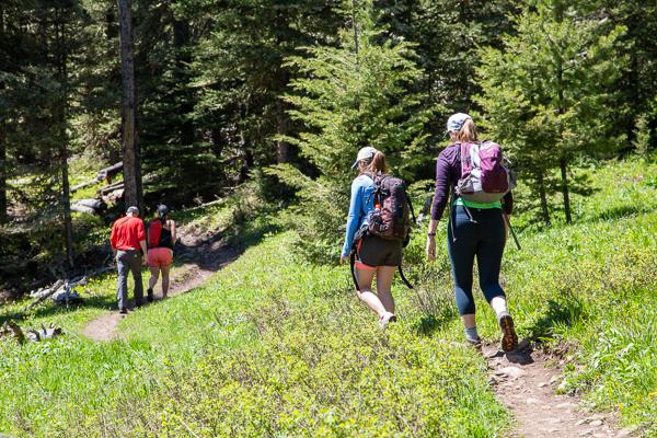 WebOnly_IRoderer_Hikers2